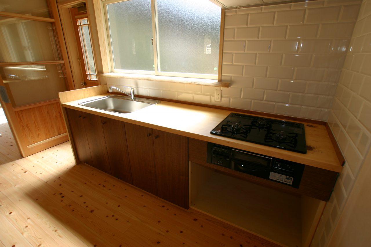 京北の家 木製のキッチンカウンター