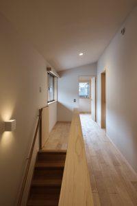 2階廊下階段